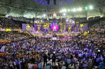 SANTO DOMINGO, República Dominicana.-Miles de peledeístas han llenado el Palacio de los Deportes Virgilio Travieso Soto, este domingo, para participar en el acto de proclamación del candidato Danilo Medina, del gubernamental Partido de la Liberación Dominicana (PLD).